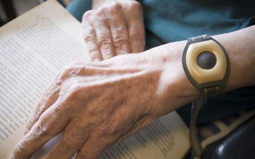 """Vaikeasti liikuntavammaisen Terhin turvapuhelimessa toistuvia häiriöitä: Oli yksin ja hälytys ei toiminut – """"Avunsaanti kesti todella pitkään"""""""