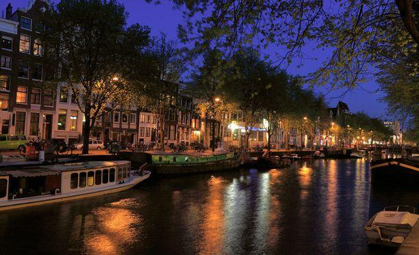 1,5 miljoonaa turistia matkustaa vuosittain Amsterdamiin kannabiksen perässä.