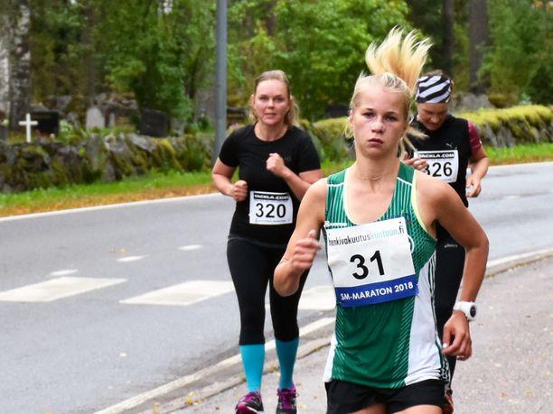 Alisa Vainio voitti Joutsenossa maratonin SM-kultaa komealla ajalla 2.34,49.