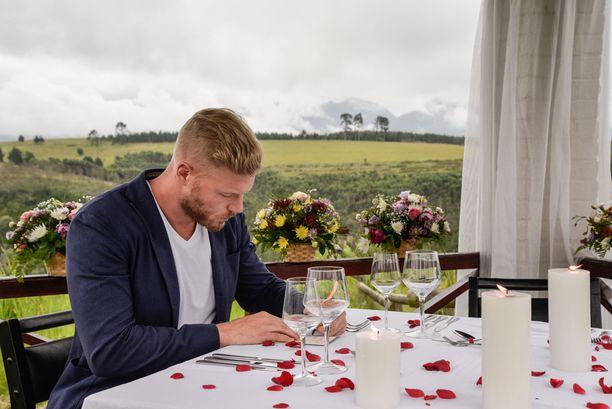 Juha järjestää Jennylle sarjan tähän mennessä romanttisimmat treffit.