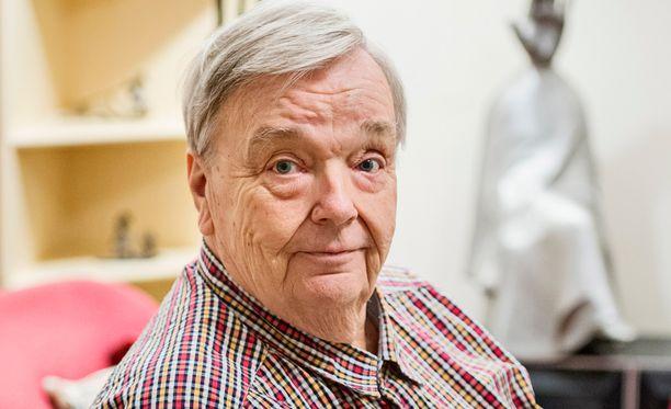 Pekka Vennamo pohtii Facebookissa, onko kansanedustaja Olli Immonen (ps) norjalaisen joukkomurhaajan seuraaja.
