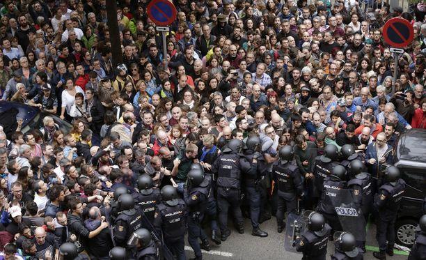 Espanjan pääministeri Mariano Rajoyn olisi pitänyt välttää tämän kuvan olemassaolo.
