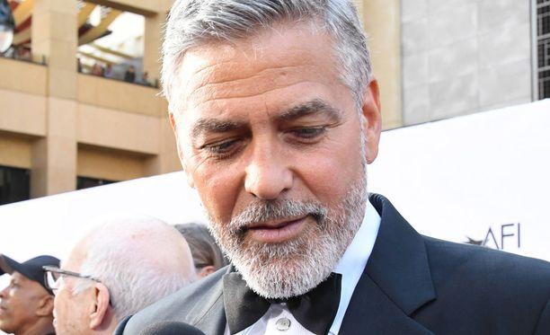 Kolarissa olisi voinut käydä todella ikävästi. George Clooney kuvattuna gaalassa kesäkuussa (arkistokuva).