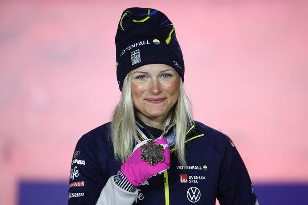 Frida Karlsson haluaisi hiihtää samat matkat kuin miehetkin.