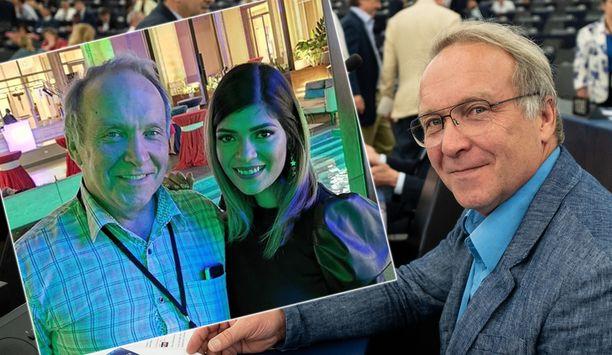 Teuvo Hakkarainen päätti parisuhteensa. Maanantaina alkaa työt Brysselissä euroedustajana.