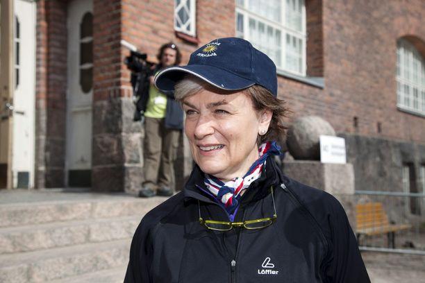 Entinen kansanedustaja ja ministeri Astrid Thors (r) ansaitsi viime vuonna 142 000 euroa. Thors nosti sopeutumiseläkettä tammikuussa ja joulukuussa.