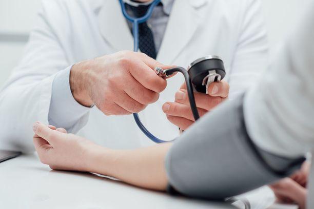 Korkea verenpaine ei yleensä tunnu. Arvon saa selville vain mittaamalla.