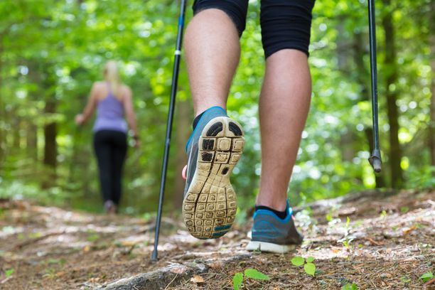 Keskiverto työssä käyvä suomalainen harrastaa yhdessä päivässä reipasta liikuntaa noin kahdeksan minuuttia.
