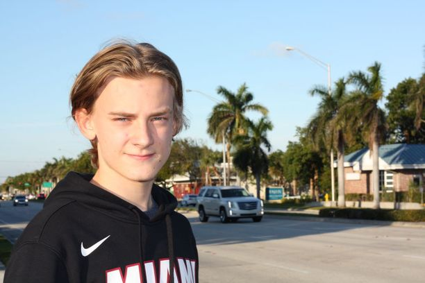 Hjallis ja Leena Harkimon poika Leo käy Miamissa lukiota.