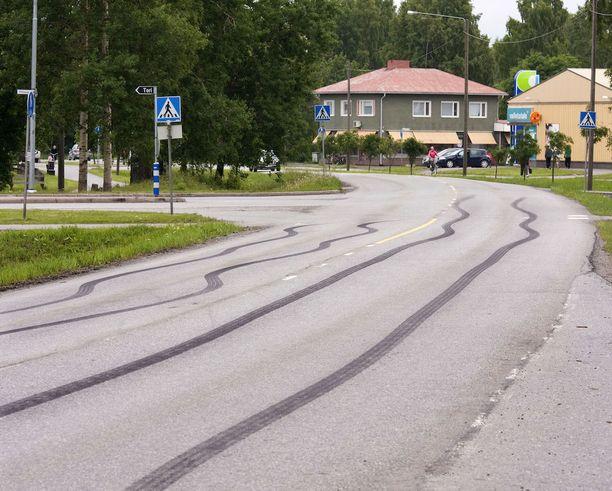Suomalaiset kaahaavat hurjia määriä jäämättä kiinni. Kuvituskuva on Porista.
