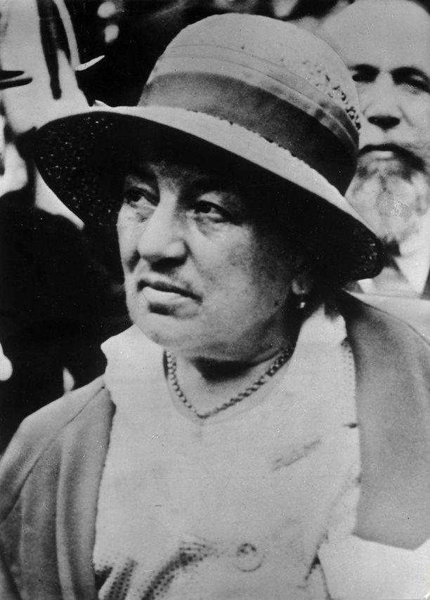 Chile lahjoitti Suomelle runoilija Gabriela Mistralin Suomalainen mestari -runon käännöksen. Mistral voitti kirjallisuuden Nobelin vuonna 1945.