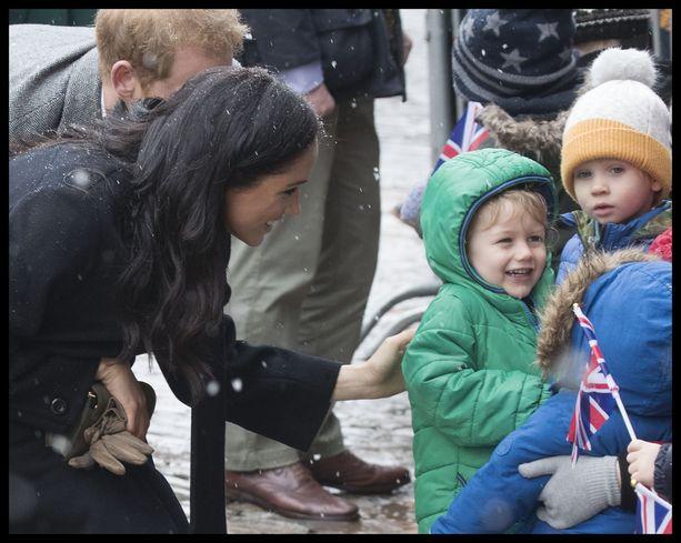 Herttuatar Meghan ja prinssi Harry odottavat esikoistaan. Perhe muuttaa pian Windsoriin.