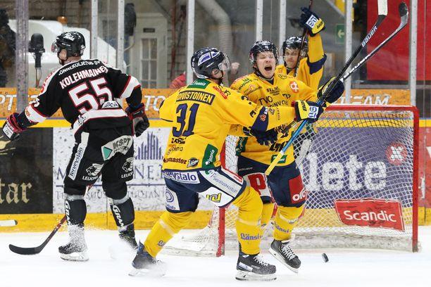 Lukon Janne Keränen tuuletti 2-1-maaliaan. Toisen maalinsa Keränen teki lopussa tyhjiin.