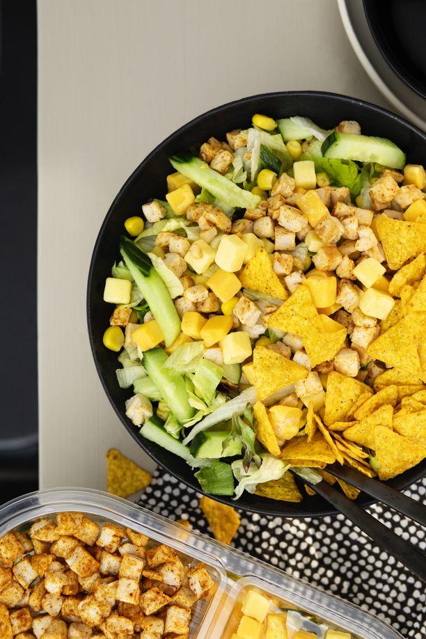 Hetki Kana-tacosalaatti on täydellisen herkullinen ja terveellinen lounas.
