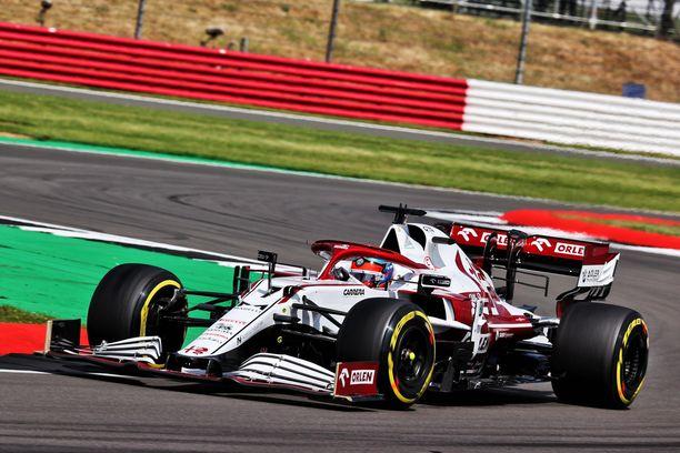 Kimi Räikkönen on omien sanojensa mukaan liian hidas.