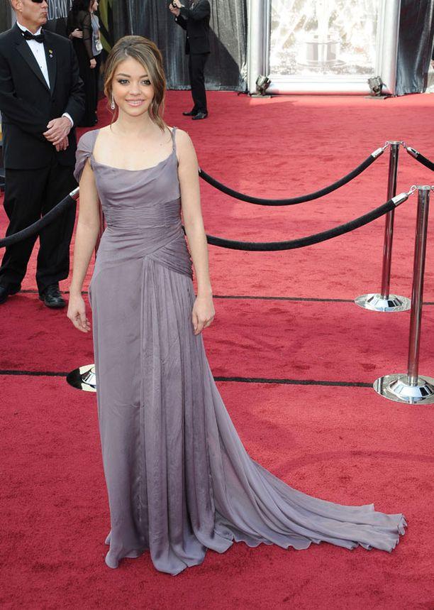 Näyttelijä Sarah Hyland oli yksi ensimmäisistä gaalaan saapujista.
