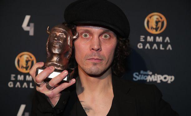 Ville Valo palkittiin Emma-gaalassa vuoden parhaasta musiikkivideosta.