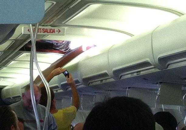 Matkustajat kuvasivat tilannetta.