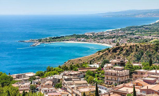 Taormina hurmaa kauniilla maisemillaan.
