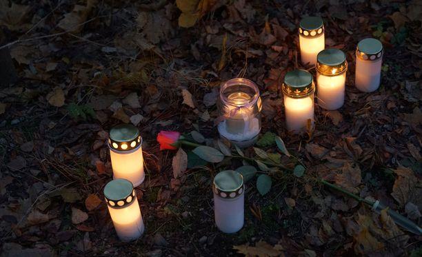 Poliisin mukaan pääpiirteissään poliisin ja epäillyn kertomukset surmayöstä vastaavat toisiaan.