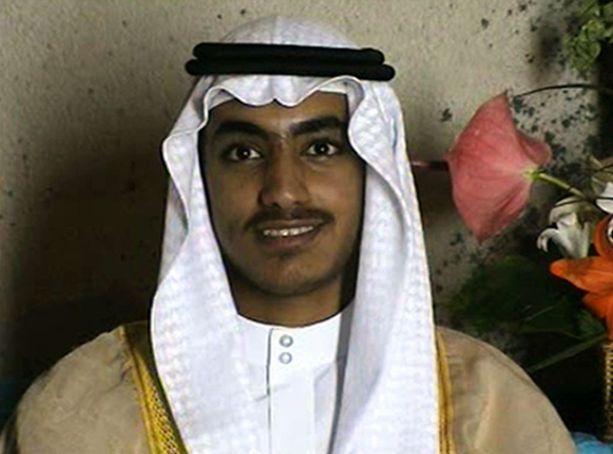 Hamza bin Laden USA:n keskustiedustelupalvelu CIA:n julkisuuteen marraskuussa 2017 antamalla videolla. Video on kuvattu ennen vuotta 2011, jolloin USA iski Osaman kotiin.