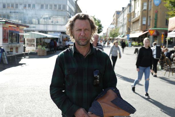 Avausjaksossa Antti Reini on Turussa.