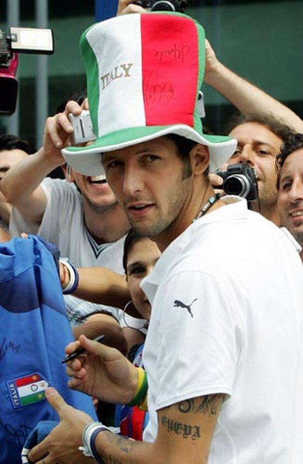 Italian maajoukkuepuolustaja Marco Materazzi sanoo voivansa katsoa itseään peilistä.