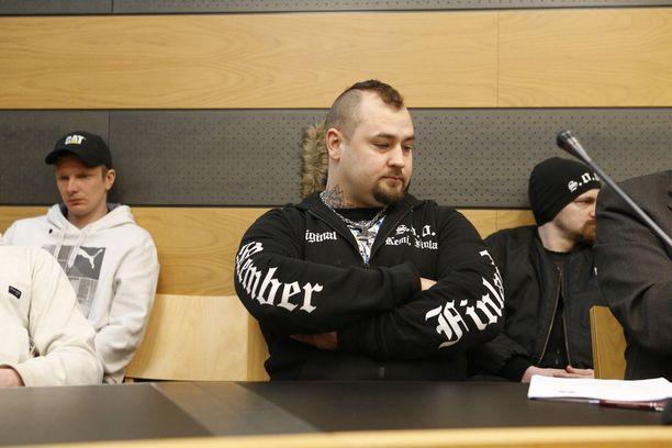 Katupartioryhmä Soldiers of Odinin perustaja Mika Rantaa syytetään oikeudenkäytössä kuultavan uhkaamisesta.