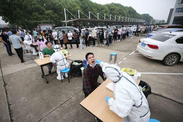 Koronavirustestejä tehtiin toukokuussa 2019 Wuhanissa sijaitsevan tehtaan työntekijöille.