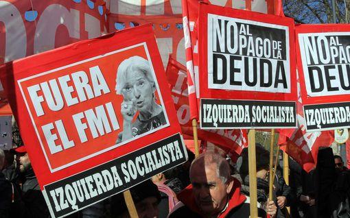 Argentiinan talouskriisi syvenee - presidentti pyytää kiirehtimään 50 miljardin dollarin tukipakettia