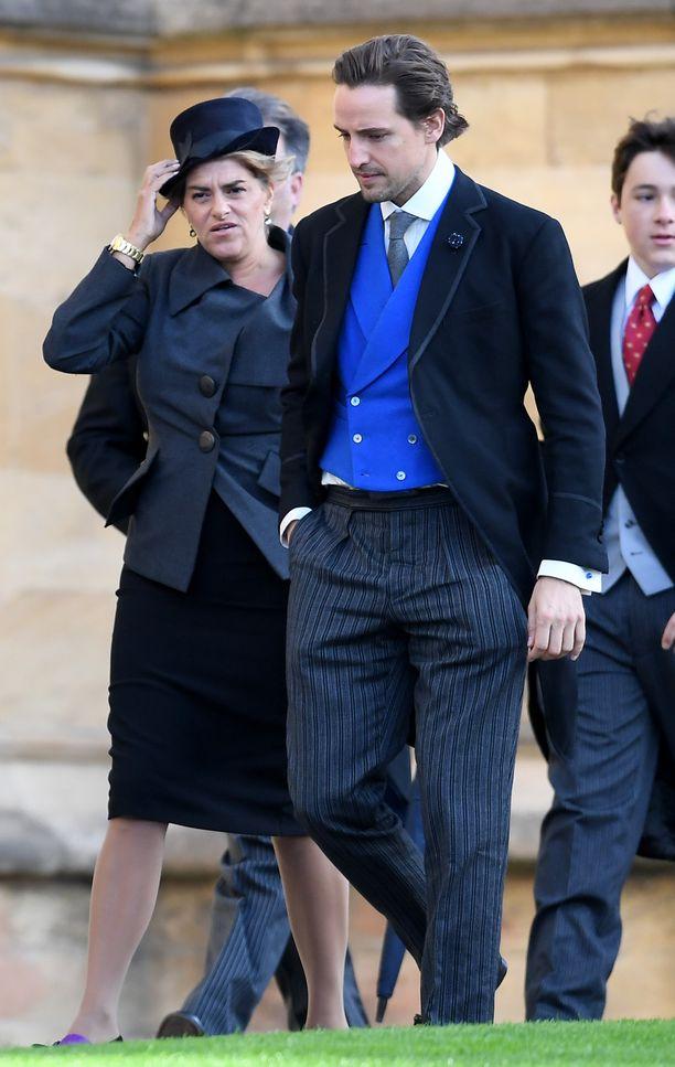 Nykytaiteilija Tracey Emin saapumassa prinsessan häihin.