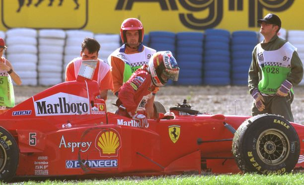 Michael Schumacherin kisa ja kausi päättyivät hiekalle.