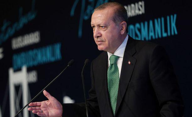 Erdoganin mukaan kurdialueiden talous on öljynviennin varassa. Turkki voi halutessaan estää kaupankäynnin.