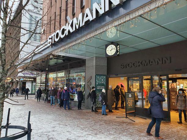 Tältä näytti Stockmannin Tampereen tavaratalon edustalla 4. tammikuuta.