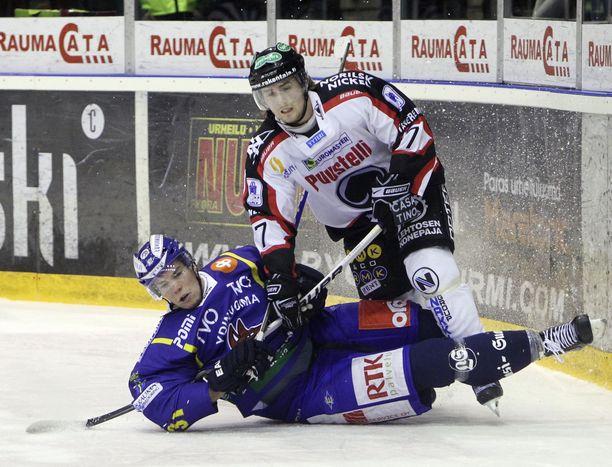 Jesse Jyrkkiö pelasi kausilla 2007-13 Ässissä ja Tapparassa yhteensä 149 liigaottelua.