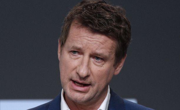 Ranskassa vihreiden ehdokas Yannick Jadot on vetäytynyt presidenttikisasta. Jadot ilmoitti tukevansa vaaleissa sosialistien Benoit Hamonia.