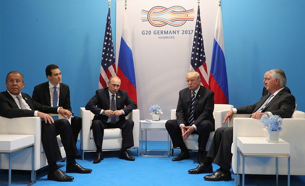 Tapaamisessa olivat mukana tulkkien lisäksi myös Venäjän ulkoministeri Sergei Lavrov ja USA:n ulkoministeri Rex Tillerson.