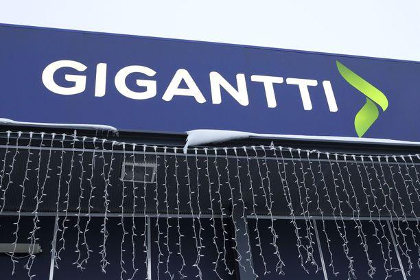 Tietoturvakohu riepottelee Giganttia.