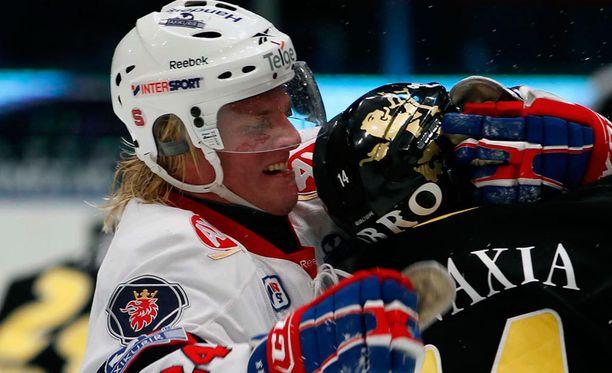 Mathias Månsson (vas.) saattaa saada tuhdin rangaistuksen. Kuva vuodelta 2011, ei liity tuoreeseen tapaukseen.