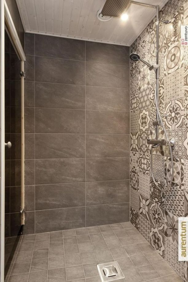 Maustaan varma uskaltaa valita myös kuviollisia laattoja kylpyhuoneeseen. Yhtenäistä kokonaisuutta voi korostaa esimerkiksi harmonisilla värivalinnoilla.