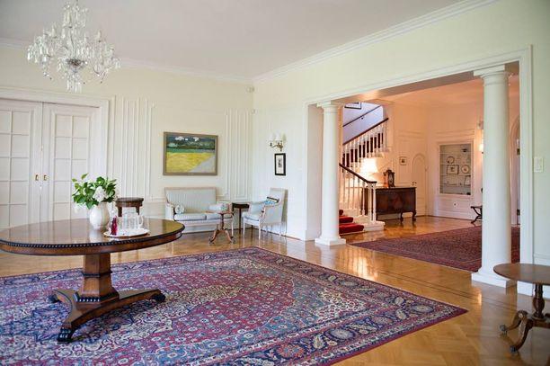 Kaivopuiston talo on erityinen myös Britannian mittakaavassa. Kaikki taloon tehtävät remontit ja muutokset pitää hyväksyttää ulkoministeriössä Lontoossa. Täällä prinssi William nähtiin eilen pitämässä puhetta.