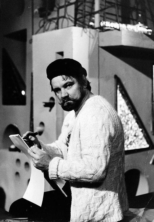 Virtanen on esiintynyt televisiossa sen alkuajoista saakka, muun muassa Joulukalenterissa. Kuva vuodelta 1972.