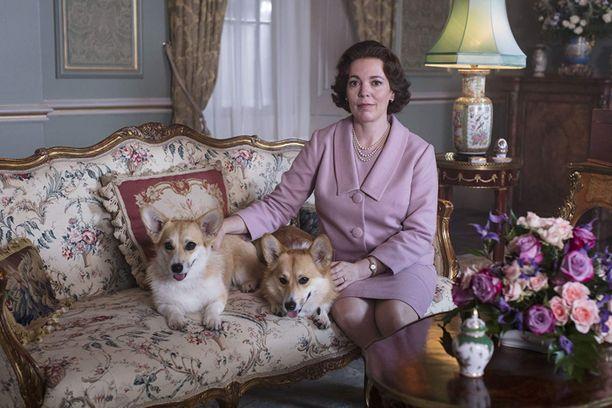 Olivia Colman esittää kolmannella ja neljännellä The Crown -kaudella kuningatar Elisabet II:sta.