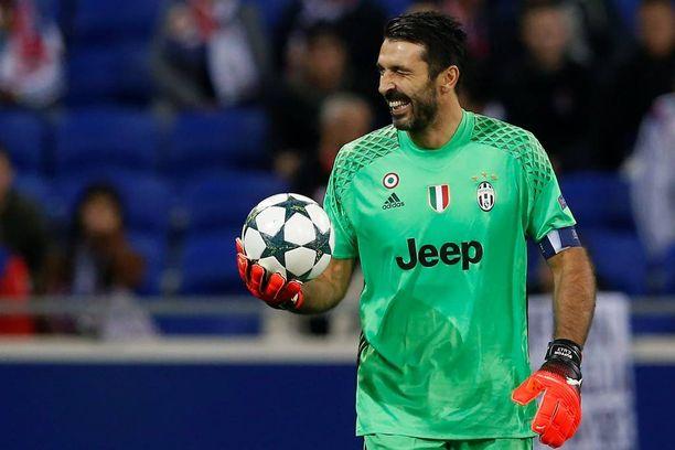 Gigi Buffon vaatii Juventukselta parempaa peliä.