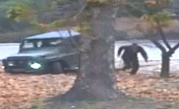 Sotilaan jeeppi jäi jumiin, minkä jälkeen hän säntäsi juoksuun sotilaat kintereillään.