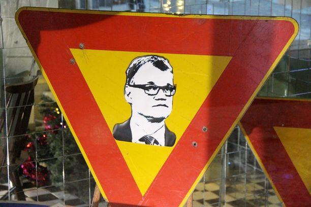 Juha Sipilän kasvot on kärkikolmiossa.