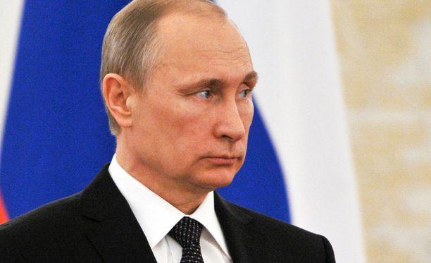 Ketjua puuhaavat elokuvaohjaajat saivat 13 miljoonan euron lainan kirjoitettuaan suunnitelmastaan presidentti Vladimir Putinille.