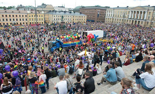 Pride-kulkue keräsi lauantaina yli 100 000 innokasta juhlijaa.