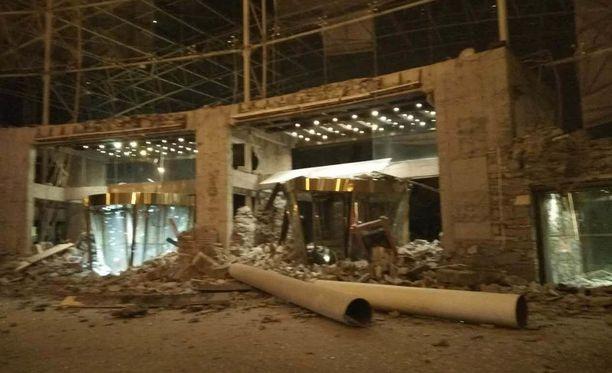Myös yhden hotellin vastaanotto sortui keskiviikkona Sichuanin maakuntaa ravisuttaneessa maanjäristyksessä Kiinassa.