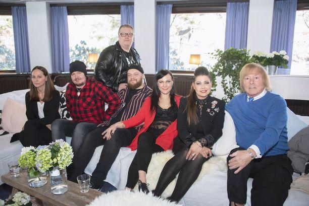 Vain elämää -sarjan 27. huhtikuuta alkavalla kahdeksannella kaudella nähdään Kasmirin lisäksi Terhi Kokkonen, Aki Tykki, Arttu Wiskari, Mira Luoti, Sani ja Danny.
